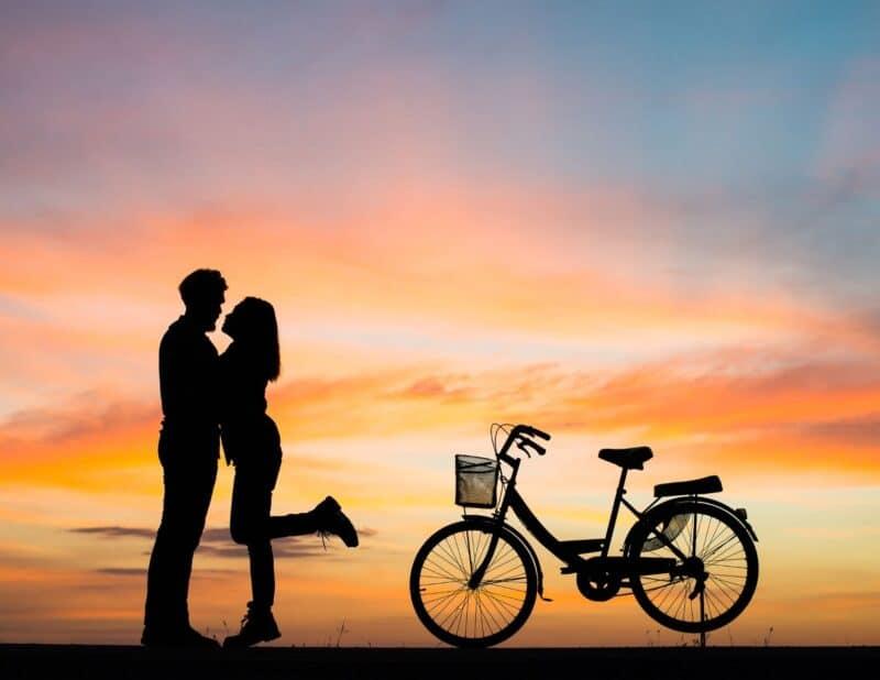 couple sunset bikes
